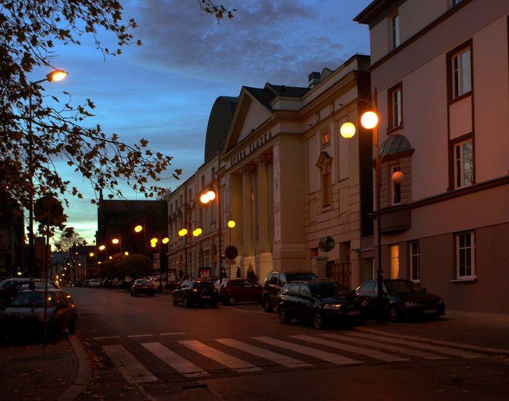 Wieczór... przed operą