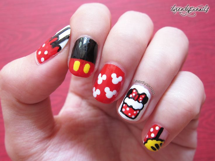 Mickey Mouse Nails Looking Fancy