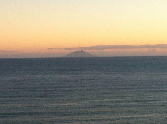 Guardando Montecristo dall'Isola d'Elba #elba #skyline #maremma #isolamontecristo