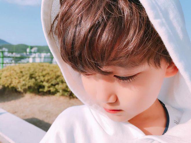 Cậu nhóc cực dễ thương với động tác lưu vào tim giống hệt thưc tập sinh Hàn Quốc! - Ảnh 4.