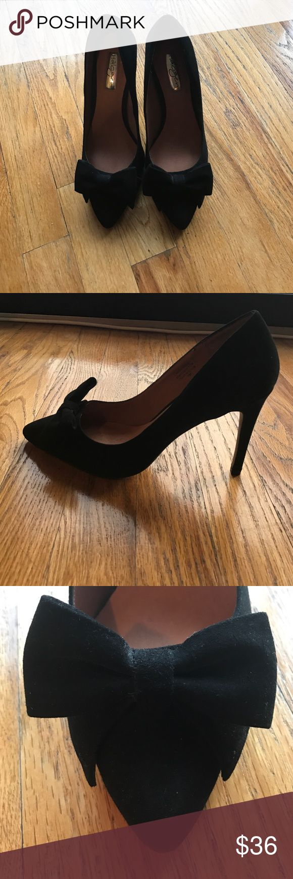 Black suede pumps with bow detail Never worn size 7 black suede pumps. Very cute bow detail. Purchased from Nordstrom Rack. Brand is Halogen. Halogen Shoes Heels
