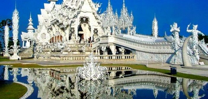 Wat Rong Khun : Thailand White Temple with a golden restroom