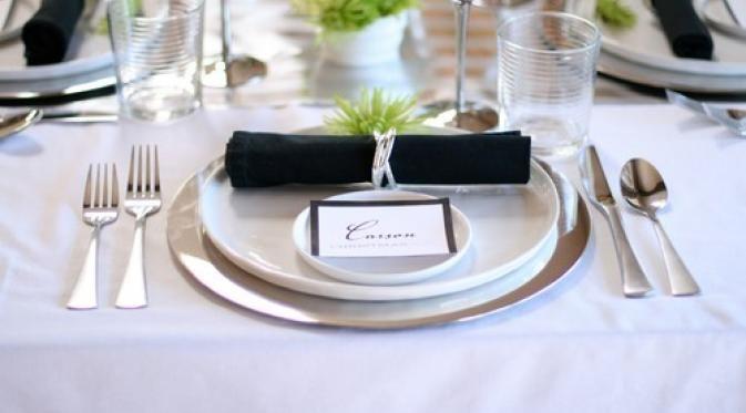 Ini dia cara penataan meja makan dengan aturan tradisional.