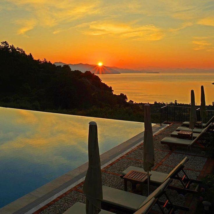 Dinlenme zamanı hiç olmadığı kadar gelmedi mi sizce? Dionysos Lodge 📌Kumlubük, Marmaris'te tam da bu ihtiyaca yönelik, dingin ve huzurlu.🌿🙏🏻☺️ 📞 0252-4767957 💻 www.kucukoteller.com.tr/dionysos-hotel?utm_content=bufferff0ac&utm_medium=social&utm_source=pinterest.com&utm_campaign=buffer