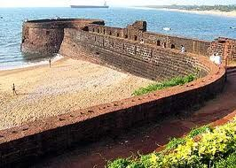 Aguada Fort is a well-preserved Portuguese fort lying close to the Aguada beach in Goa. The impressively beautiful Aguada Fort was constructed in way back in 1612 and stands on the beach south of Candolim, at the shore of the Mandovi river
