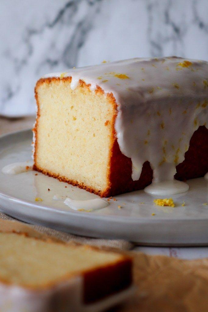 En vildt lækker citronkage med vanilje! Den er både svampet og tung (på den gode måde). Den er også super nem at lave.