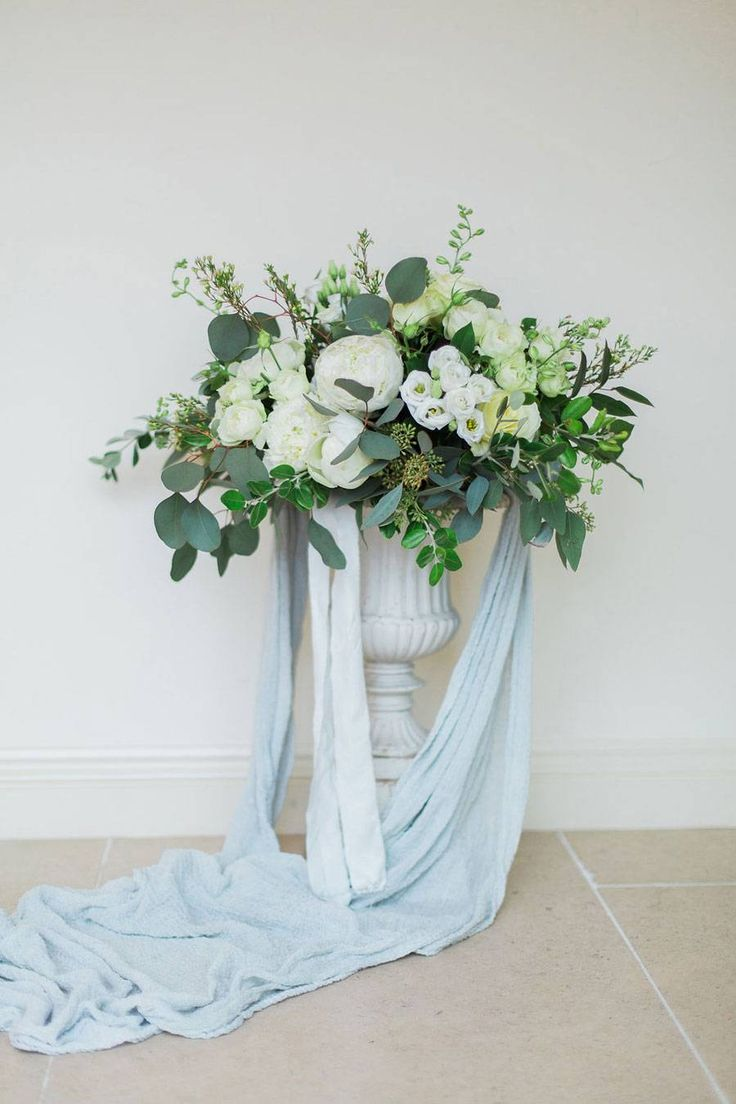 This exquisitely styled bridal editorial was expertly put together by a talented bunch of fine art wedding creatives. Dreamily combining a favourite fine art colour palette of soft greys, powder blues and muted golds, this shoot showcases two hella-gorgeous looks that you'll fall in love with. The first is an elegant and utterly feminine ensemble and the second is more wild and carefree! Words and images by Jessica Davies Fine Art Photography.