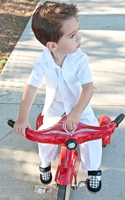 Very chic-looking boys suit set  #whiteboyssuit #kidssuit #childrensuits #boysformalwear #whitesuits #whitevest
