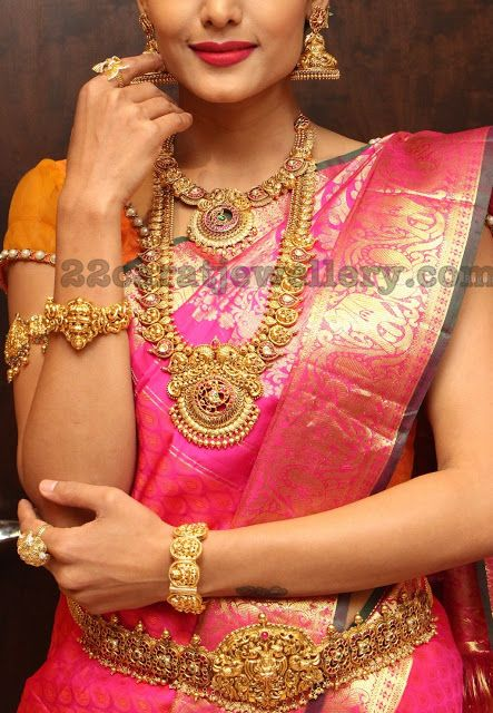 Deepali in Mango Mala Nakshi Bangle - Jewellery Designs
