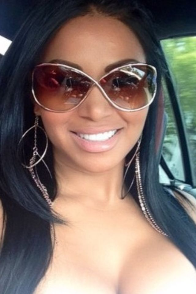 Dolly Castro's #fashion #eyewear #sunglasses Buy Similar Quality Eyewear from $6.95 from http://www.globaleyeglasses.com
