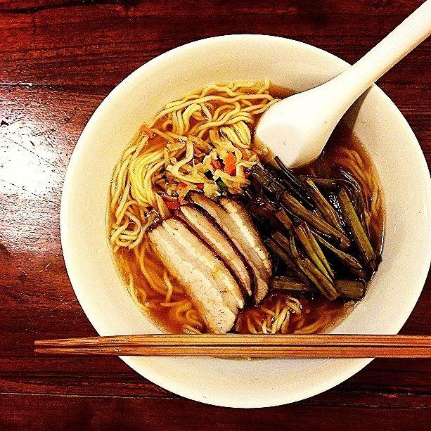 長男の大好きな醤油ラーメン、野菜は朝ごはんの残り。 - 89件のもぐもぐ - 醤油ラーメン ramen noodles in soy-sauce flavored soup by centralfields