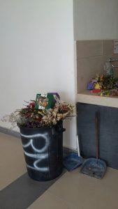 """Cimitero """"Angeli"""", scarsa la pulizia: """"Il culto dei morti molto sentito, manca il decoro"""""""