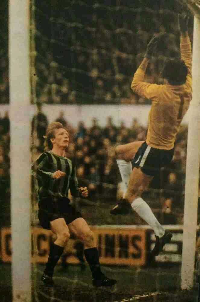 Chelsea 2 Coventry City 1 in April 1971 at Stamford Bridge. Willie Carr watches Peter Bonetti tip the ball over the bar #Div1