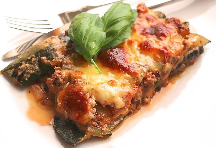 Eine leckere Low Carb Variante des Klassikers aus der italienischen Küche. Low Carb Lasagne mit Zucchini als Ersatz für die Lasagne-Scheiben aus Getreide.