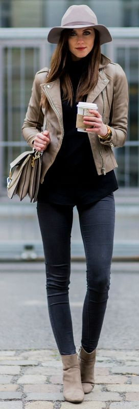 Beige leather jacket + black jeans + simple spring look + Barbora Ondrackova + fedora + beige Chelsea boots.   Jacket/Boots: Zara, Sweater: Proenza Schouler, Jeans: Topshop, Bag: Chloé.