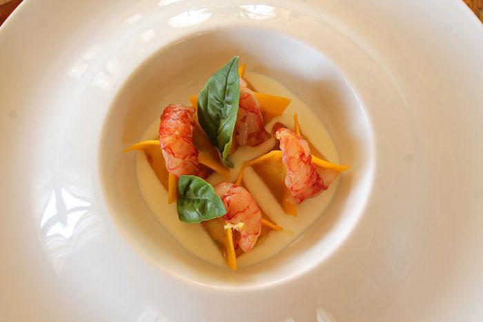 Su e giù per l'Italia alla ricerca dei migliori indirizzi di mare e delle migliori ricette da replicare a casa. È la nostra nuova rubrica per l'estate. Iniziamo con un luogo magico, e un piatto tutto da provare.