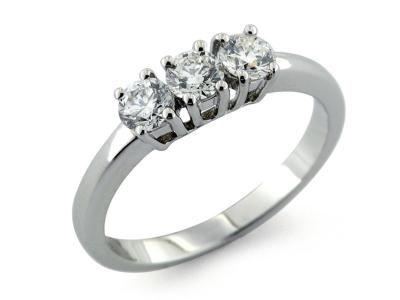 Trilogy in oro 18 kt anello classico a 4 griffe con diamanti taglio brillante  #trilogy