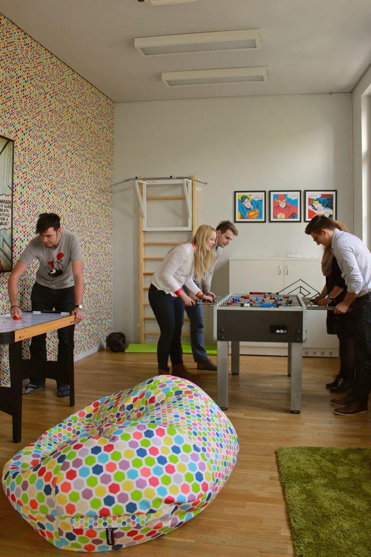K práci samozřejmě patří i zábava. V herně si studenti mohou provětrat hlavu, přijít na jiné myšlenky a také se pobavit. #Unifer #office #kancelar #fun