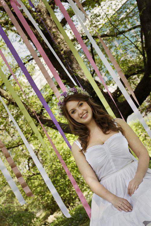 portrait photogrraphy, senior girl, spring, flowers, flower crown, ribbon, from www.vibexblog.tumblr.com