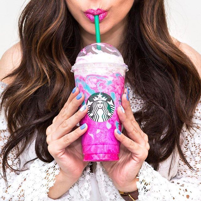 Walks into #Starbucks wearing holographic makeup, orders a Unicorn Frappuccino… ✨ Tag a friend who NEEDS this — the limited edition drink is available starting today  (: @_hannahchoi)
