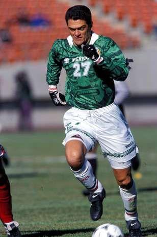 Carlos Hermosillo centro delantero del Necaxa y de la Selección Mexicana