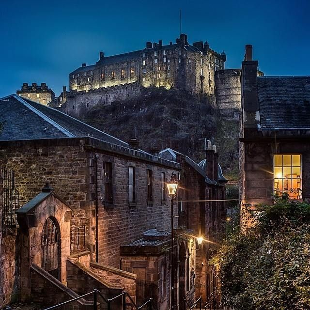 Castello di Edimburgo via VisitScotland instagram