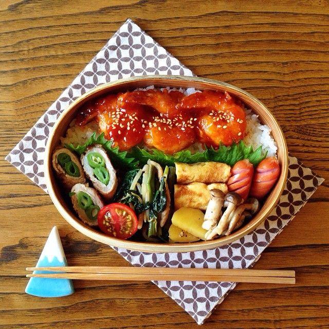 毎日作るお弁当。栄養も考えつつ彩りも綺麗に…と考えるのって大変ですよね。そんな時におすすめなのが、今話題の「のっけ弁」です♡お弁当箱にご飯を敷き、その上におかずを載せるだけという簡単さは、忙しい朝にもぴったりです。
