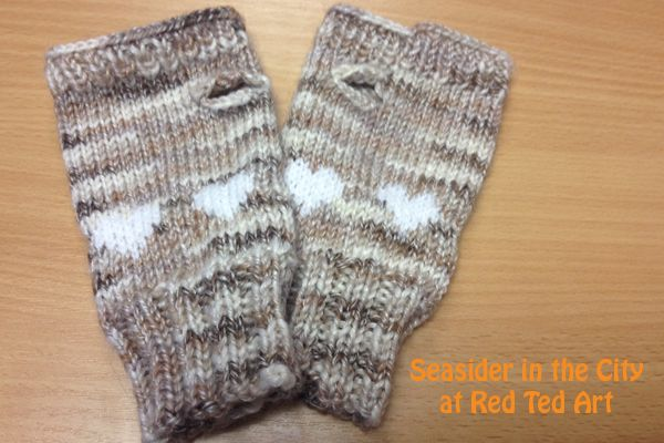 Fingerless Gloves - FREE KNITTING PATTERN Free knitting, Patterns and Valen...