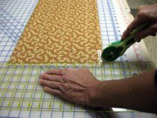 Squaring Up Your Fabric An excellent Beginner Quilting tip is to learn how cutting, handling and sewing affects bias edges, straight grain or lengthwise grain edges of any piece of fabric.