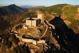CASTLES OF SPAIN - Castillo de Segura de la Sierra (Provincia de Jaén, España), es una fortaleza de construcción islámica, profundamente transformada por la Orden de Santiago, que situó en ella la sede de la Encomienda de Castilla, y que llegó a ser residencia del Gran Maestre de la Orden de Santiago en el último cuarto del siglo XV.