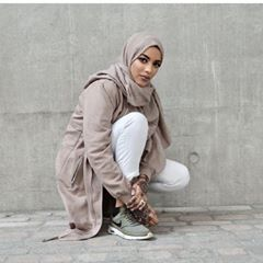 Hijab- @inayahc   Trousers- @hm   jacket- @newlookfashion   trainers- @nike purchased from @schuhshoes .. and socks from @primark because I have people that will literally ask where it's from 🤷🏻♀️
