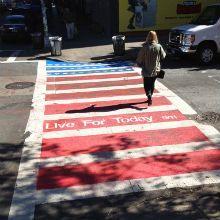 No último 11 de setembro de 2012, as faixas de pedestre em toda a cidade de Nova York foram transformados em bandeiras americanas, por um grupo de alunos.