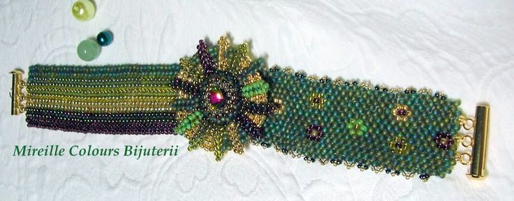 Bracelet made from Toho beads, Swarovsky crystal in the center, gold plated metal part. Technique: Peyote and Herringbone