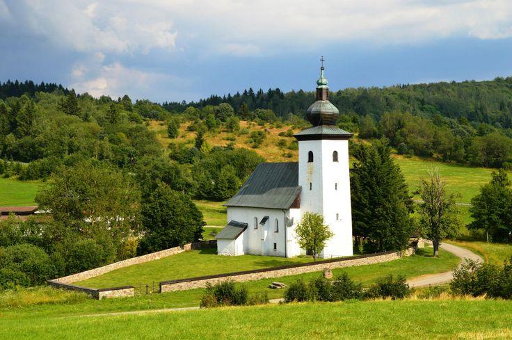 Kostol sv. Jána Krstiteľa na geografickom strede Európy – v Krahule - stred Európy.