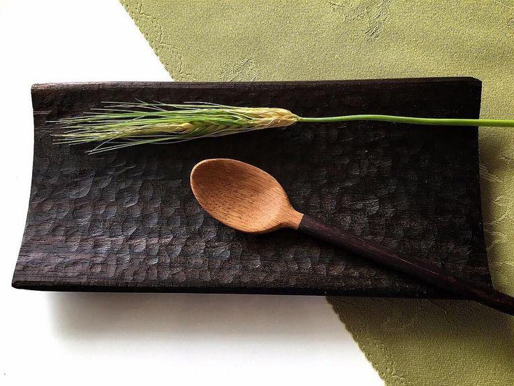 木工 ローズウッドのハンドメイド角皿とスプーン  仕上げはアマニ油 スプーンの先端はカシの木です  #木工 #ハンドメイド #wood  #woodworking #woodwork #handmade #木の皿 #手作り#woodworks #皿 #wooddesign #木の器 #ローズウッド #角皿  #テーブルウェア #tableware  #spoon #スプーン de moku.yohbi