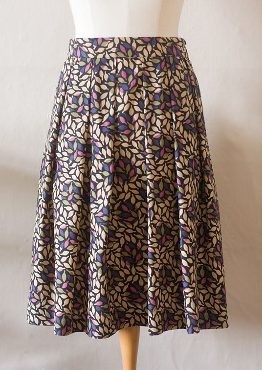 Here'show to make the pattern for a skirt with soft pleats on a waistband like my Miranda Skirt:The pattern pieces are simply rectangles, so with a few measurements you can chalk it directly…