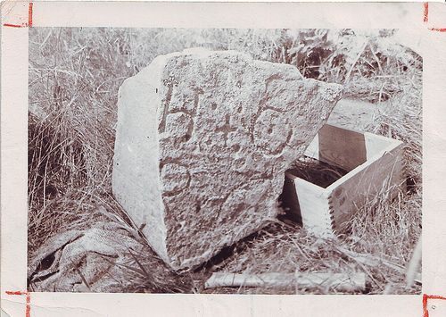Inscribed stone found on Oak Island, Nova Scotia | von Jo Atherton