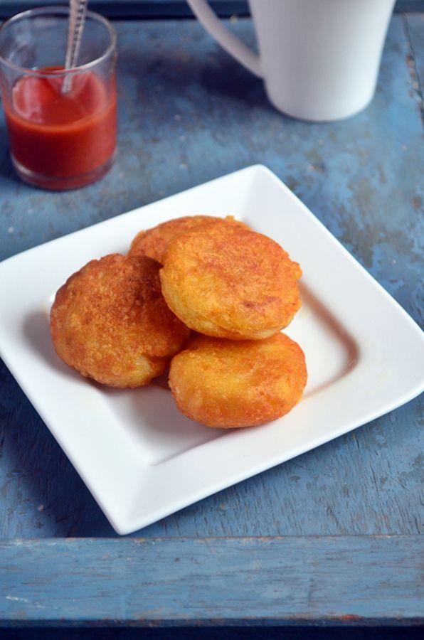 Aloo tikki recipe: Quick fix snack/breakfast with easy ingredients. Aloo tikki recipe @ http://cookclickndevour.com/2015/02/aloo-tikki-recipe.html