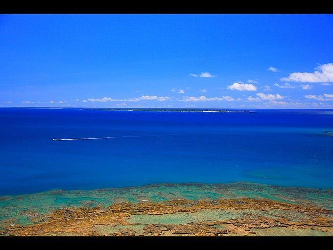 日本最後の聖域!沖縄の神の島「久高島」は日本一のパワースポット  沖縄本島東の沖に浮かぶ小さな島、久高島。