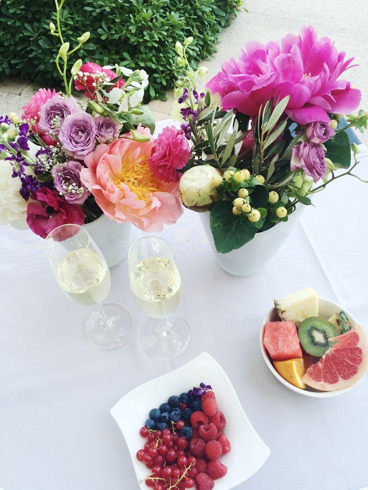 Flores, champán y fruta fresca son los tres elementos con los que recargarás las pilas en Hotel AR Golf Almerimar.