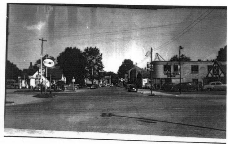 Corner of Frank and Metcalfe looking north. My grandfathers garage on the right.
