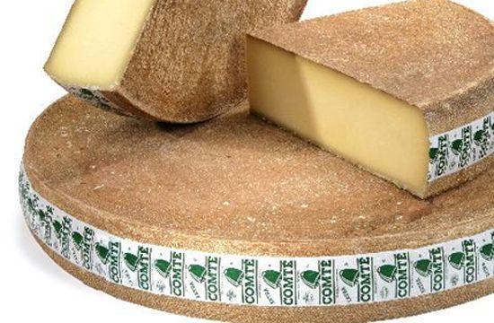 Comté - C'est un fromage de lait cru de vache, à pâte pressée cuite. Il se présente en meules de 55 à 75 cm de diamètre et d'une masse de 32 à 45 kg. Il faut environ 500 litres de lait pour produire une meule de Comté pesant environ 50 kg.