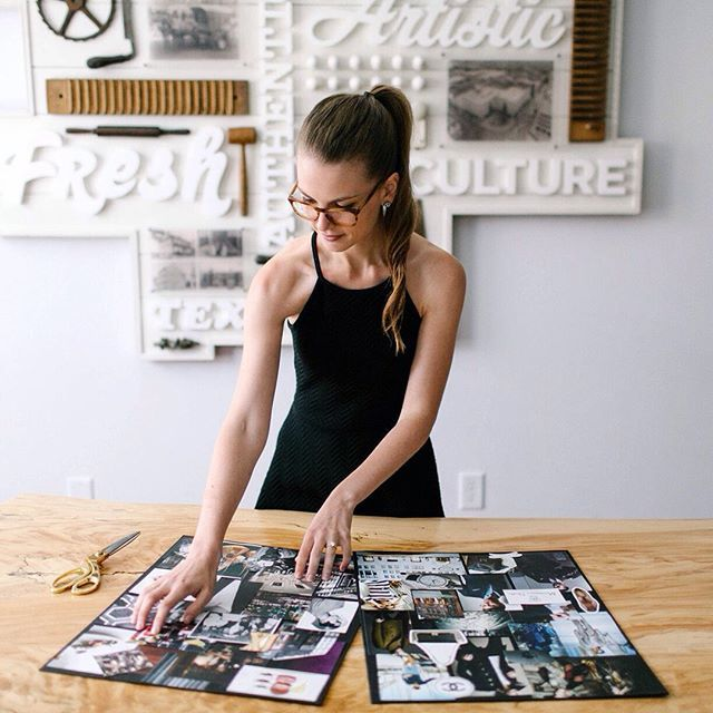 Storytelling photography | Inspiration für lebendige Businessfotografie | Idee Pose für ein Fotoshooting in dem Deine Persönlichkeit rüber kommt. Achte bei der Wahl Deines Fotografen darauf, dass er Dich und Dein Business versteht und beides in einem Bild perfekt vereinen kann, damit Du eine schöne und aussagekräftige virtuelle Visitenkarte erhältst. Businessfotografie Frauen für Dein Blog oder Deine Webseite  ♡