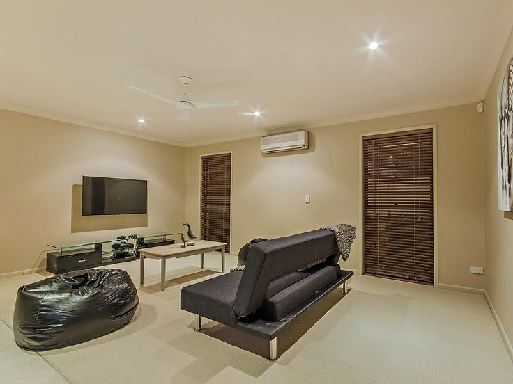 Keep the kids entertained in the rumpus/media room, with flat screen tv, XBox 360 with games and free WiFi. (Delungra Shores holiday home Gold Coast)