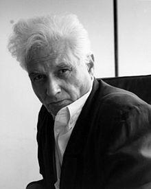 Jacques Derrida. AA: 'Natuurlijk houd ik van de geur, de bloemen, de vissen, de vrouwen en de hele sfeer van het Midden-Oosten, maar ik ben geen karikatuur van mijn land. Édouard Glissant en Jacques Derrida schreven hier prachtige essays over, die moet je lezen.'