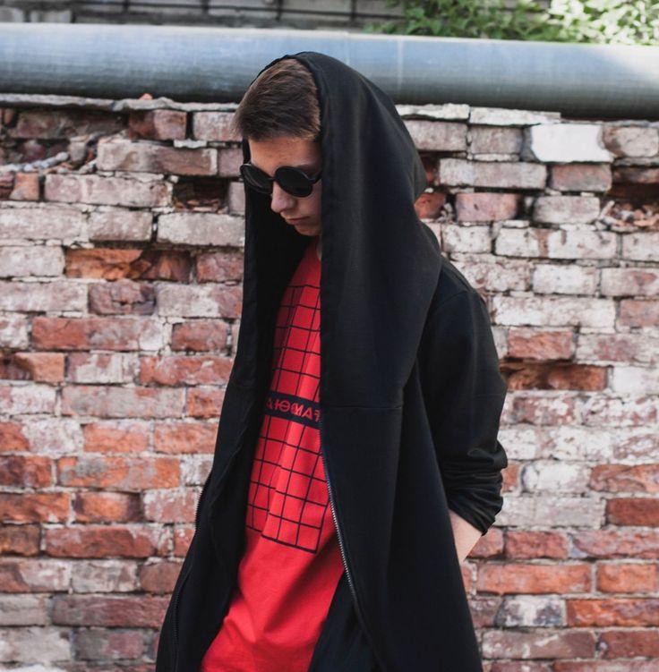 """SOWHAT? - российский бренд уличной моды Мантия """"Ветер"""" - 2990р.: Абсолютно новый крой, большой капюшон, двойная молния расположенная по косой, боковые карманы, необработанные края рукавов, легкая хлопковая ткань. http://swht-wear.ru/men/13-mantiya-veter.html"""