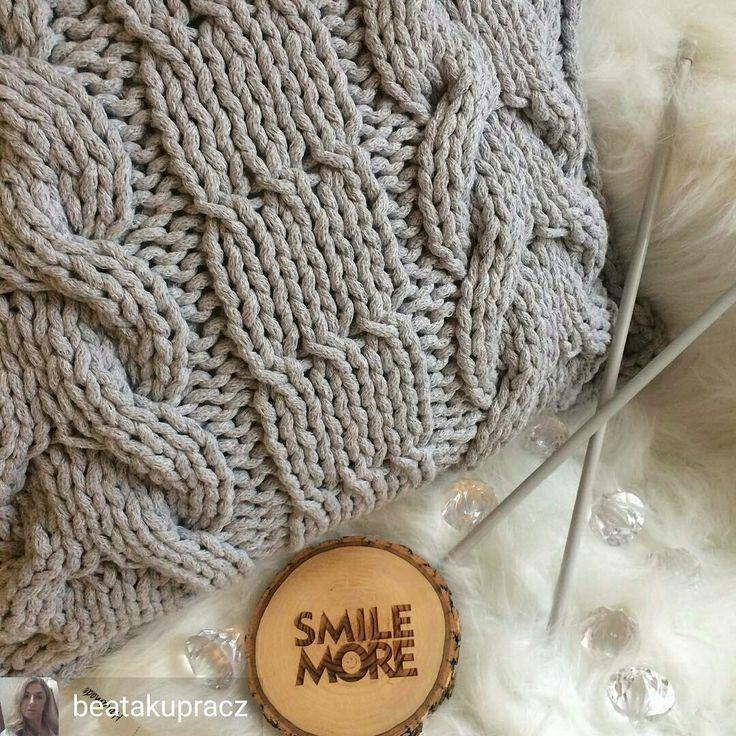 From @beatakupracz  -  Skończona jakiś czas temu 😊tylko fotki nie pokazałam😄#recznarobota #handmade #decor #sznurek #sznurekbawełniany #decor #lubię #poduszki #miladruciarnia #cotton #relax