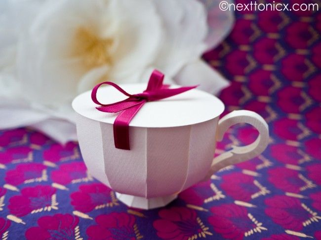 Paper Tea Cup with lid   next to nicx