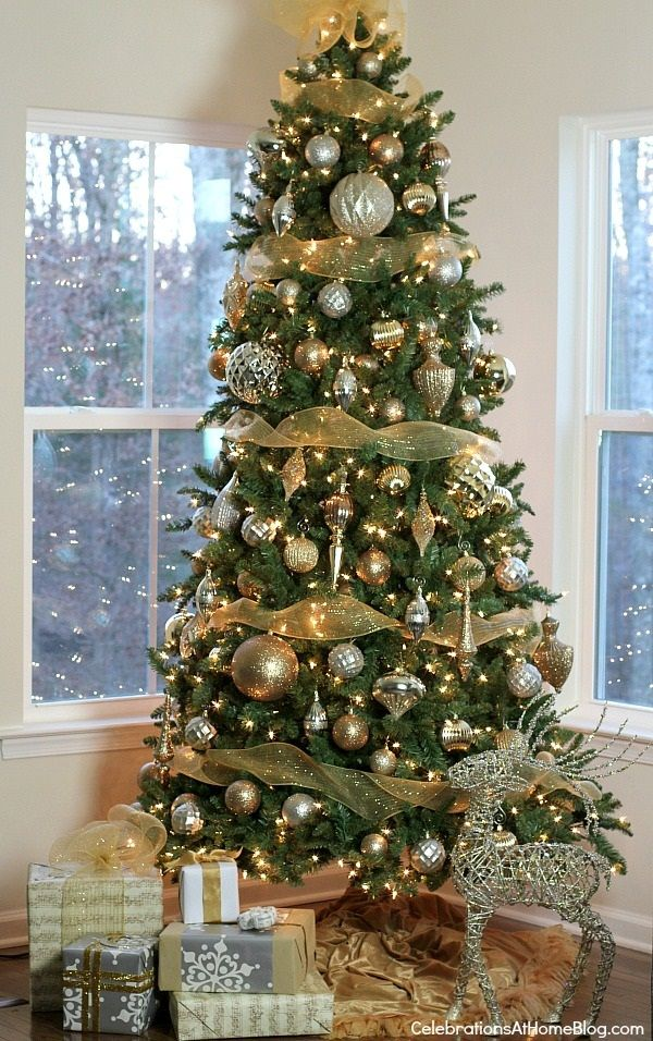 40 Easy Christmas Tree Decorating Ideas Simple Christmas Tree Christmas Tree Decorations Christmas Decorations