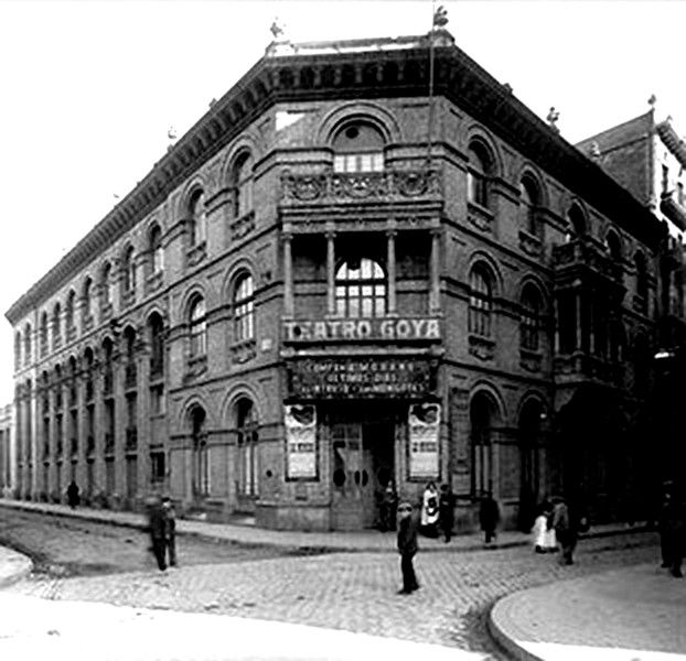 Teatre Goya.Als pisos soperiors, seu del Centre Aragones. c/ Joaquim Costa, cant. c/Torres i Amat-Barcelona